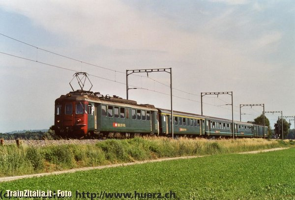 SBB RBe 4/4 1402 with a commutertrain near Ins